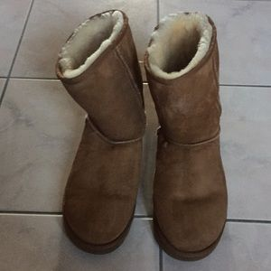 Shoes - Ugg Classic short boot